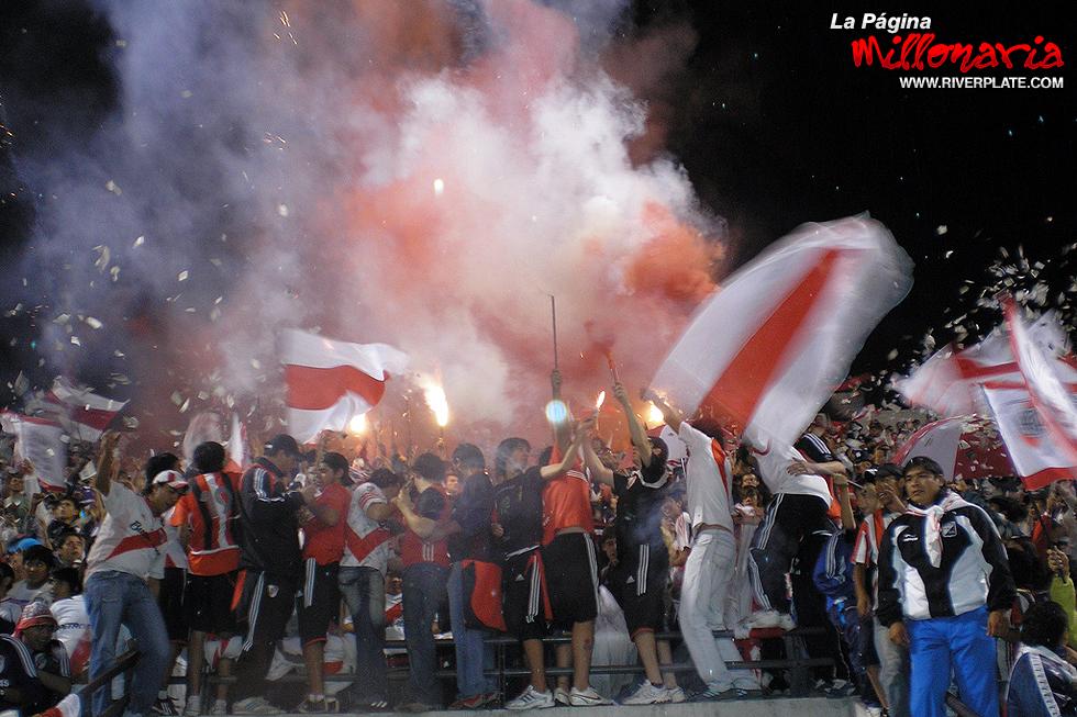 River vs Independiente (Beneficio - Salta 2009) 6