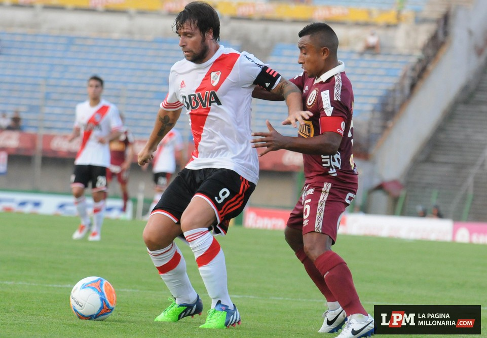 River vs. Universitario (Montevideo - Enero 2015) 1