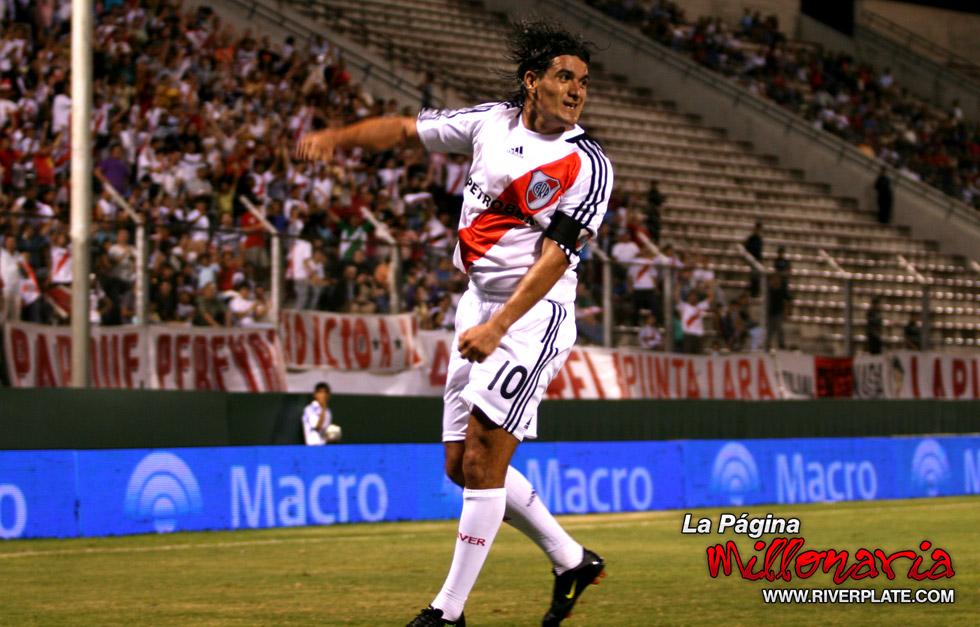 River vs Independiente (Salta, Triangular 2010) 14