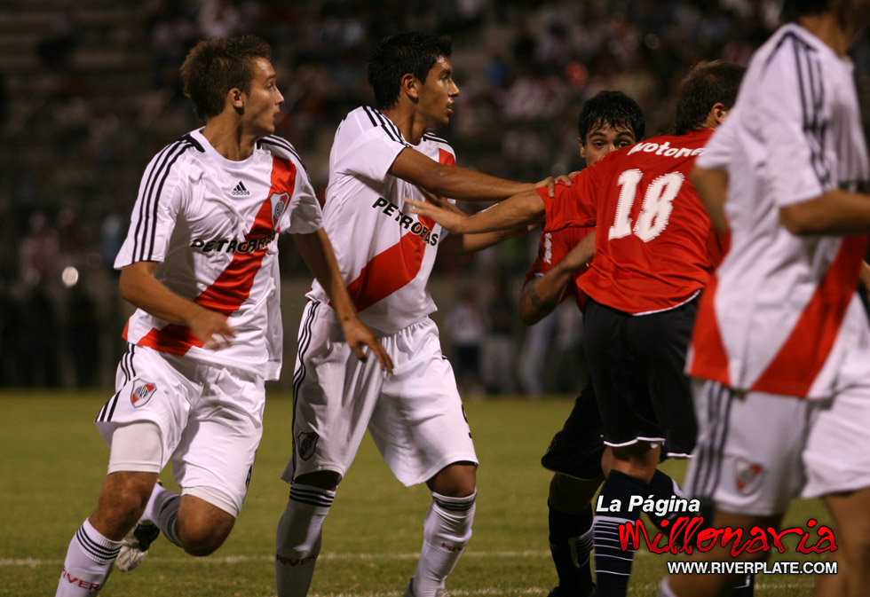 River vs Independiente (Salta, Triangular 2010) 16