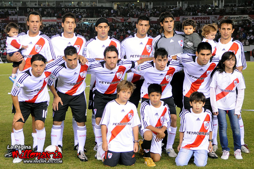 "File property ""Title"" on ""copa-libertadores-2009/river-plate-vs-nacional -uru-lib-2009"" not found. +++ 
